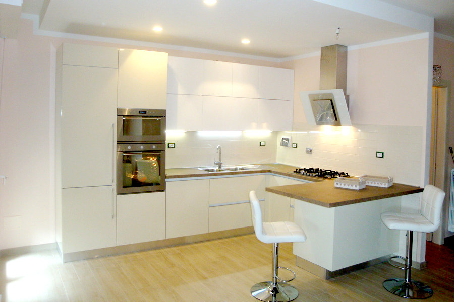 Cucina moderna con penisola gc cuc005 mobili su misura a firenze lapi arredamenti - Cucina penisola ...