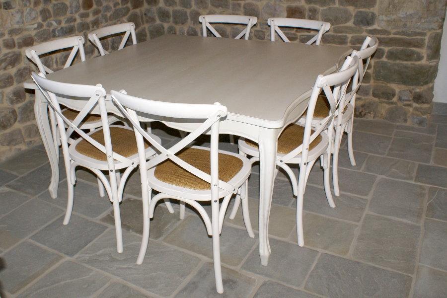 Tavolo e sedie classici (PP-TAV001)
