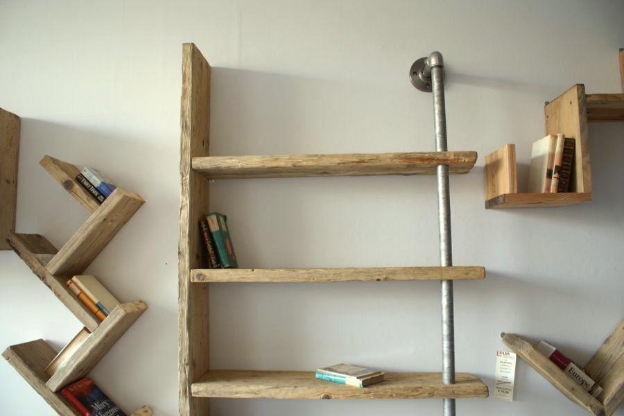 libreria in legno di recupero e tubi in acciaio xt lib001