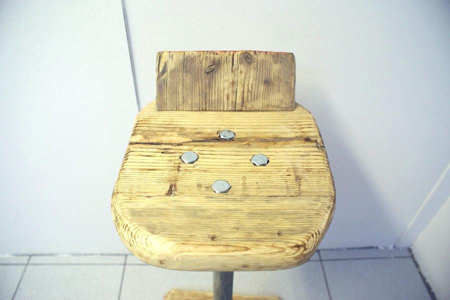 Sgabello in legno di recupero e tubi in acciaio xt sed