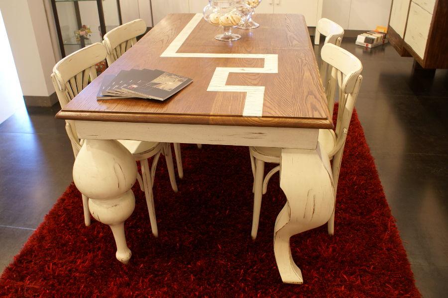 Tavolo e sedie classici (XG-TAV001)