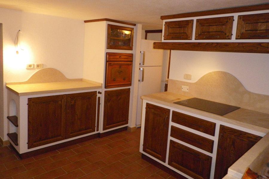 Cucina angolare in finta muratura pp cfm008 mobili su misura a firenze lapi arredamenti - Pensile angolare cucina ...