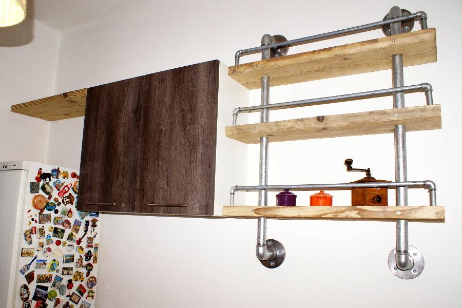 Libreria in legno di recupero e tubi in acciaio xt lib004 for Tubi idraulici arredamento