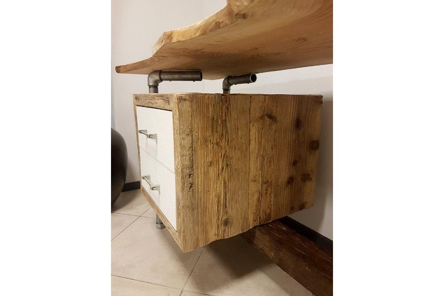Arredo bagno di recupero idee creative di interni e mobili - Mobili legno recupero ...