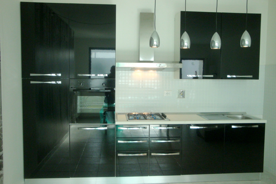 Cucina nera moderna es78 regardsdefemmes - Mobili cucina moderna ...