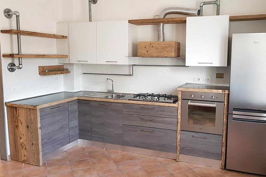 Cucina in legno di recupero e tubi in acciaio (XT-CUC004)