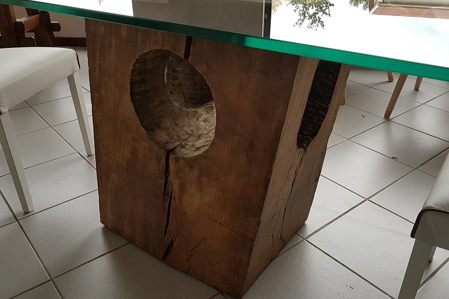 Tavolo con base in rovere vecchio e piano in vetro xn for Tavolo legno base vetro