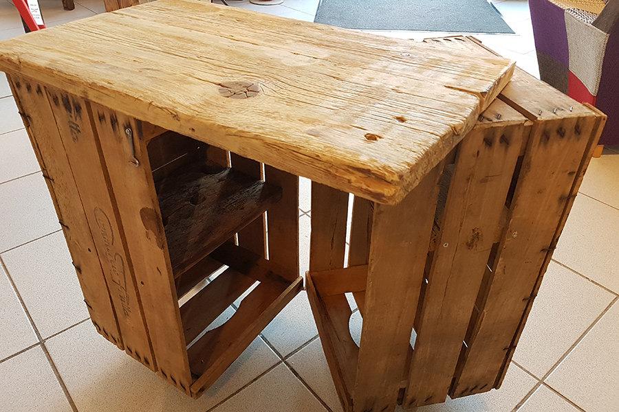 Tavolino Bar Con Cassette Da Frutta (XN-TAV017)