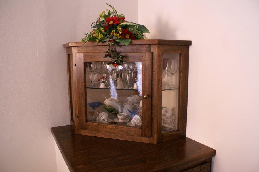 Mobiletto in finta muratura e vetrina (PP-VAR001)