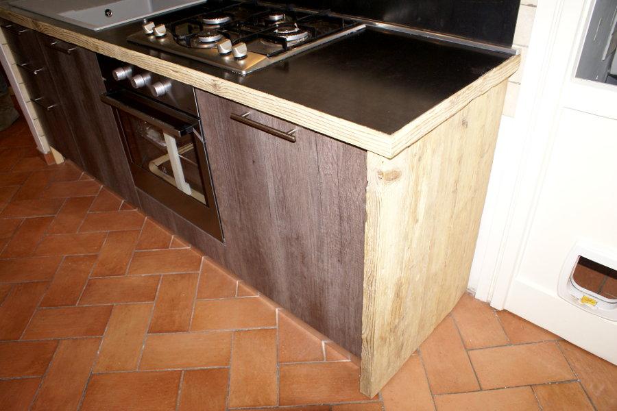 Cucina In Legno Di Recupero E Acciaio (XT-CUC002) - Dettaglio Del Piano, Del Legno Di Recupero E Dell'anta