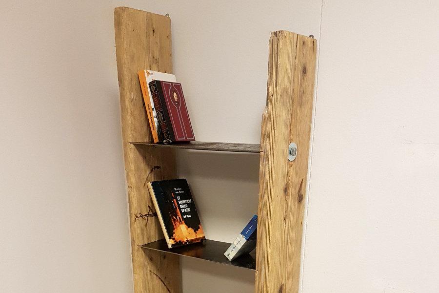 Libreria in legno di recupero e lamiera in acciaio (XN-LIB004)