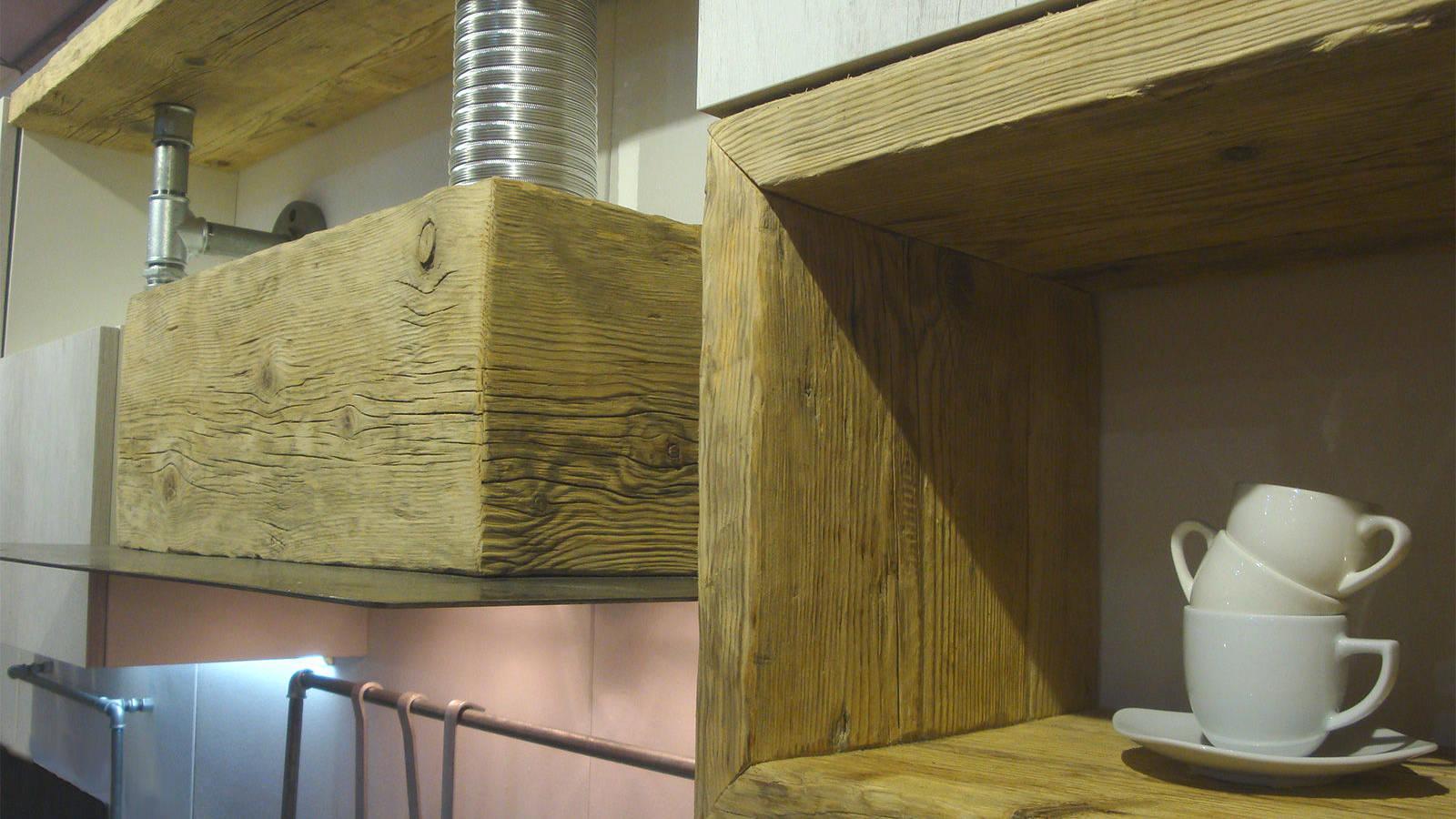 Cucina in legno di recupero