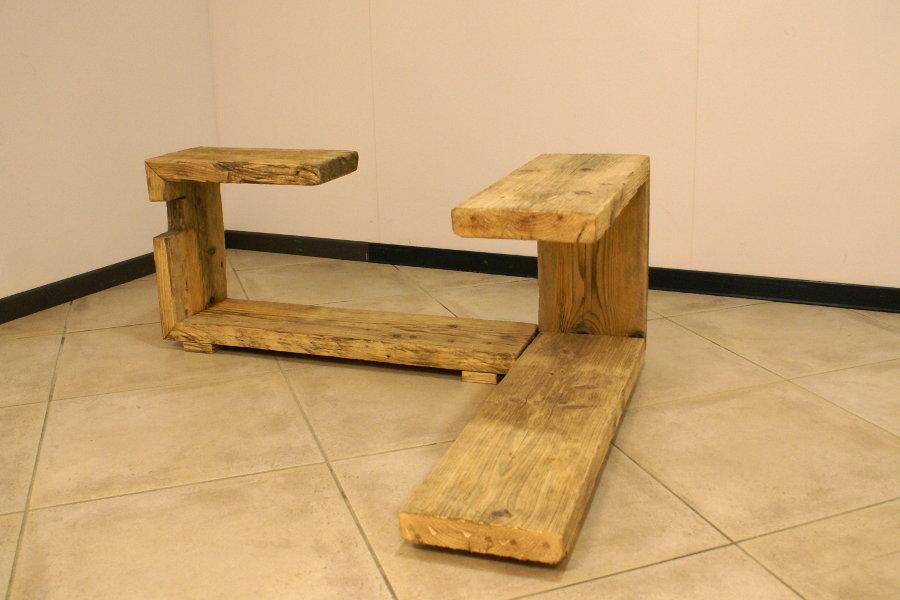 Tavolino In Legno Di Recupero (XN-TAV004) - Esempio Di Composizione