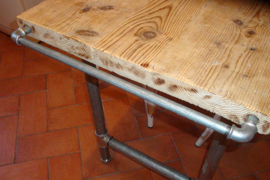 Tavolo Bancone In Legno Di Recupero E Tubi In Acciaio (XT-TAV001)