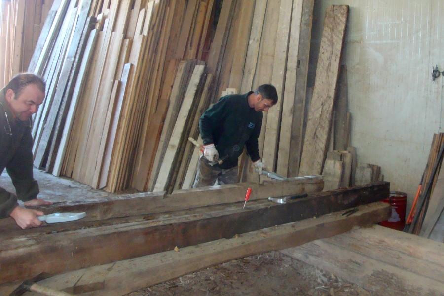Mobili Legno Riciclato Verona : Legno vecchio tronchi travi e tavole utilizzati per i nostri