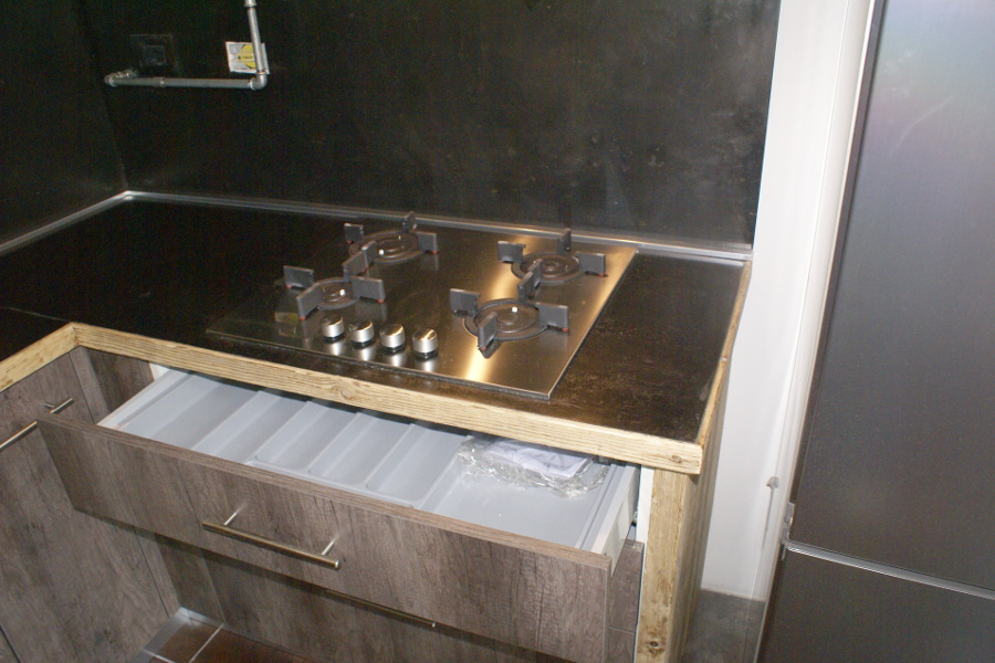 Cucina In Legno Di Recupero E Tubi In Acciaio In Stile Industriale (XT-CUC003)