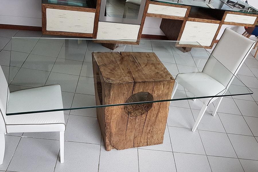Tavolo Con Base In Rovere Vecchio E Piano In Vetro (XN-TAV019)