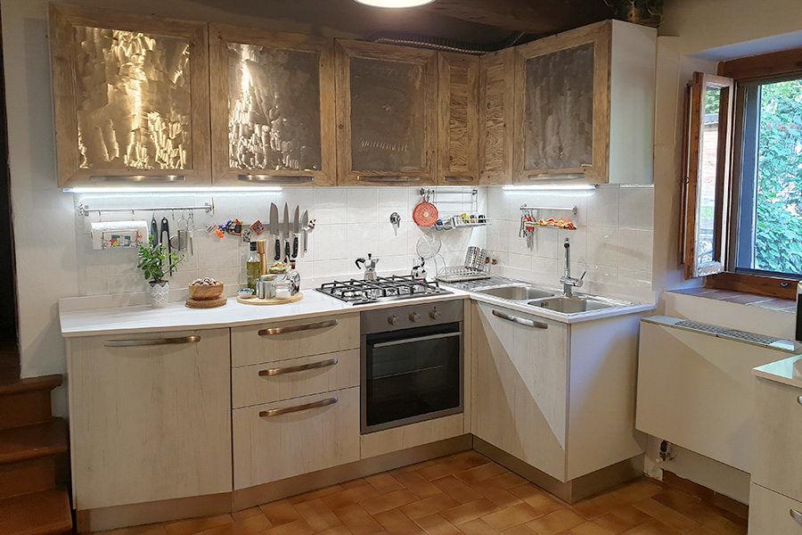 Cucina in legno di recupero e ante acciao spazzolato (XN-CUC009)